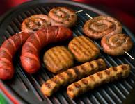 Tuková dieta, která se často nazývá ketodieta, nebo také proteinová dieta nebo také Atkinsonova dieta je založena na radikálním omezení příjmu sacharidů.