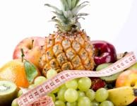 becně platí, že právě ovoce a zelenina by měla tvořit přibližně 50% toho, co za celý den sníme.