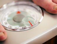 Abyste tedy zhubli o 5 kilo za měsíc, musíte najít vhodnou kombinaci snížení přijatých kalorií a zvýšení kalorického výdeje.