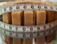 Pokud ale chcete zhubnout, pak musí být přijaté kalorie (to kolik za den sníte) nižší, než spotřebované kalorie.