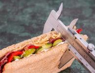 Množství kalorií v potravinách se pak musí uvádět v přepočtu na 100 gramů nebo 100 ml výrobku.