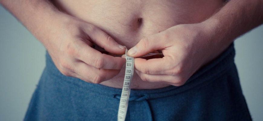 Nabírání kil a ukládání tuku v oblasti břicha (ona nevzhledná pneumatika, která postihuje jak pány, tak i dámy), je z menší části podmíněna geneticky a také věkem