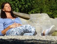 U žen nad 35 roků se postupně snižuje produkce progesteronu a to až o 75%. Během stejné doby ale hladina estrogenu poklesne jen o 35%. Díky tomu pak estrogen získává dominantní vliv.
