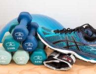 Hubnout můžete i při cvičení s činkami. Při hubnutí vám sice nejde o budování svalové hmoty. Nabrat trochu svalů, ale určitě ničemu neuškodí.