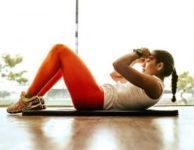 Cviky na břicho, při kterých cílíte na břišní svaly, mají trochu jiný efekt a účel. Posílením břišních svalů dosáhnete toho, že se zpevní.