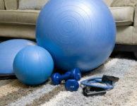 Při hubnutí není až tak důležité, jak dlouho budete cvičit. I jen krátká pohybová aktivita, několikrát v průběhu dne, udělá stejný výsledek, jako jedno delší cvičení za týden. Při hubnutí, je důležitý každý, byť jen krátký pohyb. Roli hraje intenzita a frekvence. V průběhu dne byste se měli hodně hýbat.