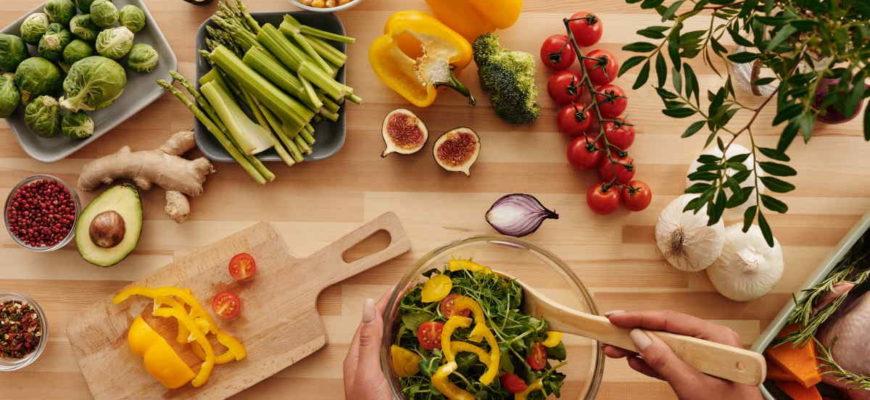 Opravdu úspěšné zhubnutí, není jen nějaká krátkodobá intenzivní aktivita, kterou si jednou splníte, a pak máte pokoj. K hubnutí je naopak lepší přistoupit, jako k celkové změně životního stylu. Naučíte se jíst zdravěji (rozumněji). Začnete se více hýbat. Jen to je zaručený recept, jak opravdu zhubnout.