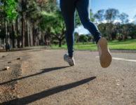 Snažíte se zhubnout už několik týdnů nebo měsíců? A stále se vám to nedaří? Možná se snažíte jíst zdravě a pravidelně cvičit. Ale kila neubývají. Důvodů, proč se vám nedaří zhubnout, může být více. Nyní se pokusíme podívat na ty nejčastější důvody, proč se vám nedaří hubnout, nebo jen pomalu.