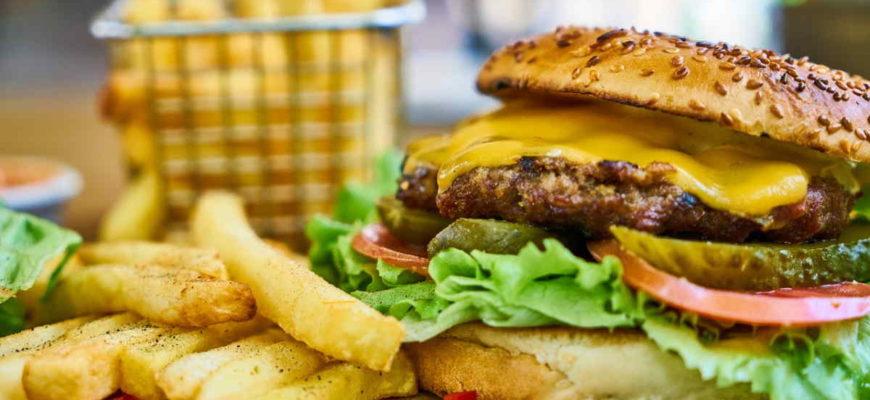 Nadváha (obezita), nemusí být důsledkem nadměrného příjmu kalorií (přejídání). Naopak je to spíše tak, že přejídání, je důsledkem obezity. Čím více toho sníme (potravin s vysokou glykemickou zátěží), tím rychleji máme opět hlad. Zhubnout se dá i bez počítání kalorií. Rozhodující je skladba jídelníčku.